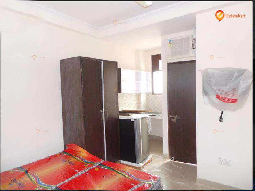 1 Room For rent in Mehrauli